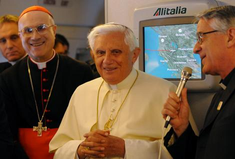 Vatican spokesman Father Federico Lombardi (right) introduces Pope Benedict XVI to journalists during a news conference aboard the Pope's plane prior to landing in Darwin July 2008. Photo: AFP